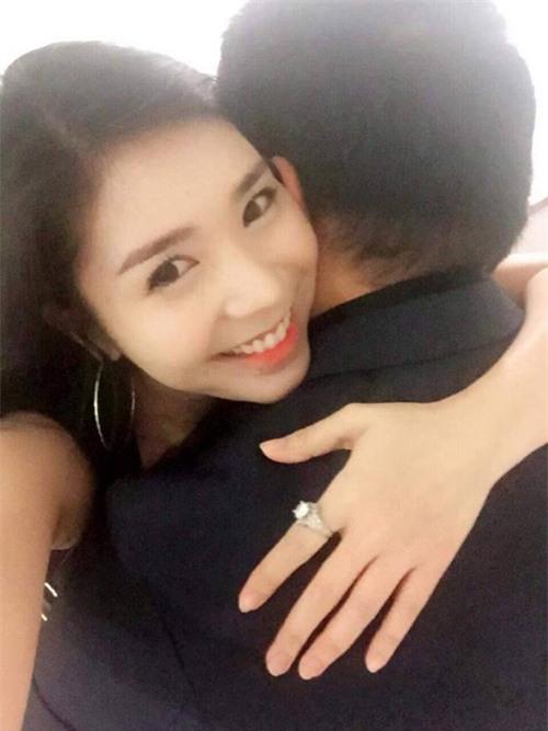 Quang Lê gây sốc khi công khai ảnh ôm hôn bạn gái 9x - 4