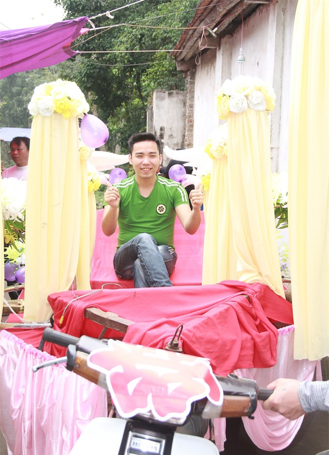 Rước dâu bằng xe chở lúa, đám cưới hiếm thấy tại Thanh Hóa - Ảnh 1.