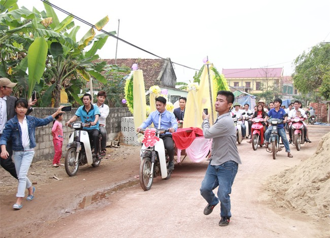 Rước dâu bằng xe chở lúa, đám cưới hiếm thấy tại Thanh Hóa - Ảnh 5.