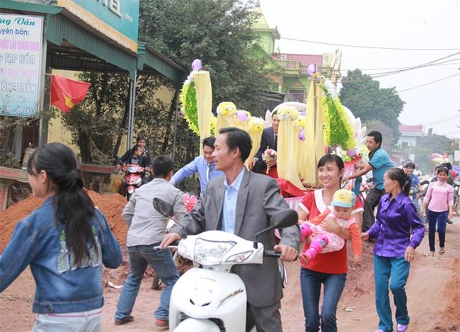 Rước dâu bằng xe chở lúa, đám cưới hiếm thấy tại Thanh Hóa - Ảnh 9.