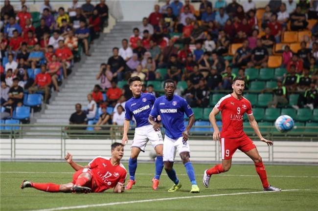 Mac Hong Quan nhan the do, Quang Ninh thua nguoc o Singapore hinh anh 2