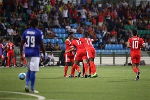 Mac Hong Quan nhan the do, Quang Ninh thua nguoc o Singapore hinh anh 5