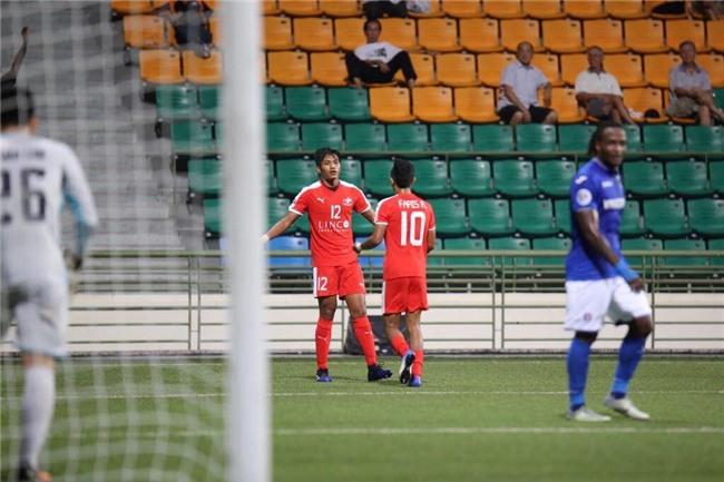 Mac Hong Quan nhan the do, Quang Ninh thua nguoc o Singapore hinh anh 7