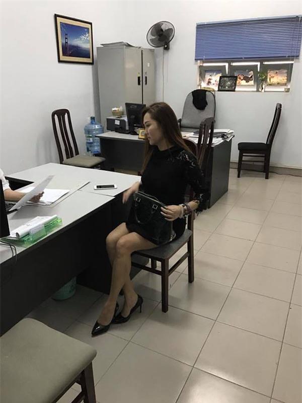 Phi Thanh Vân ôm con 5 tiếng tại tòa án, chồng vẫn không đến giải quyết ly hôn - Ảnh 3.