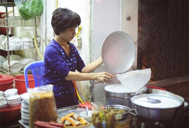 """6 quán bánh cuốn ngon """"nức nở"""" để quên đi thời tiết Hà Nội ẩm ương - Ảnh 10."""