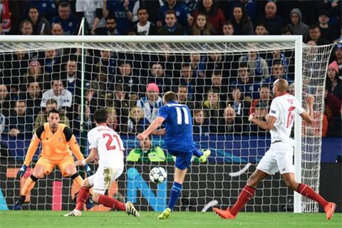 Albrighton ghi bàn ấn định chiến thắng cho Leicester