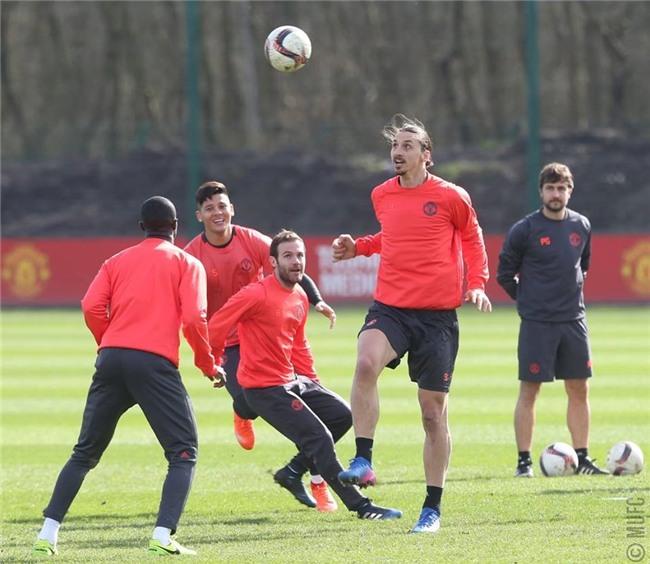 Man Utd ron ra tieng cuoi chuan bi tiep don Rostov hinh anh 3