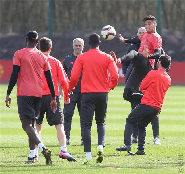 Man Utd ron ra tieng cuoi chuan bi tiep don Rostov hinh anh 7
