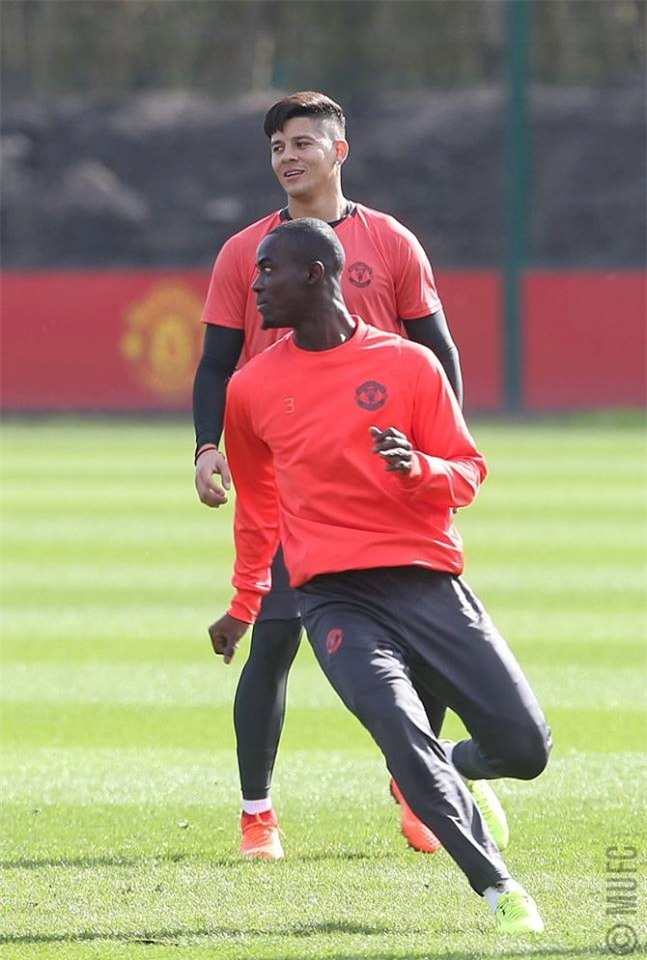 Man Utd ron ra tieng cuoi chuan bi tiep don Rostov hinh anh 12