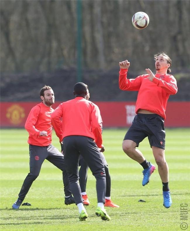 Man Utd ron ra tieng cuoi chuan bi tiep don Rostov hinh anh 8