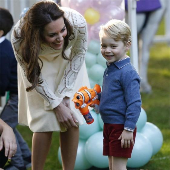 Bận trăm công nghìn việc nhưng cách dạy con của Kate Middleton vẫn khiến triệu người ngả mũ - Ảnh 3.