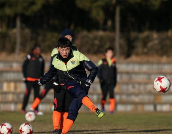 Xuan Truong san sang tai xuat cung Gangwon FC va DT Viet Nam hinh anh