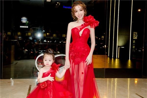 Tại sự kiện, Elly Trần được đề cử giải Parenting - cá nhân có sức ảnh hưởng trên mạng xã hội của lĩnh vực Gia đình - Nuôi dạy con tại Việt Nam.