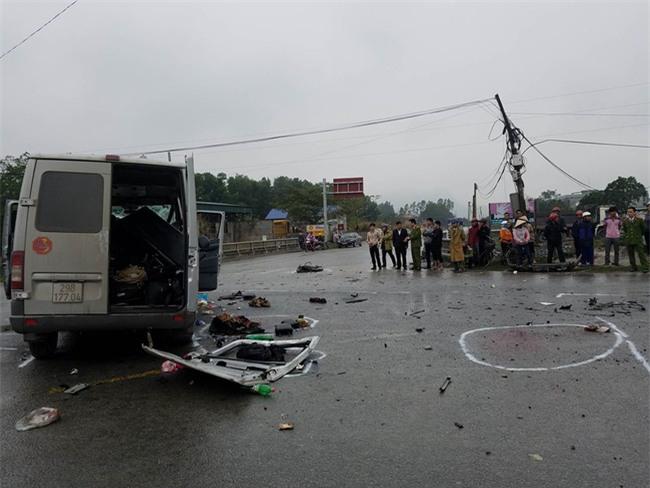 Vụ xe đón dâu tai nạn 3 người chết: Chiếc xe gặp nạn mải bám đoàn nên thiếu quan sát - Ảnh 1.