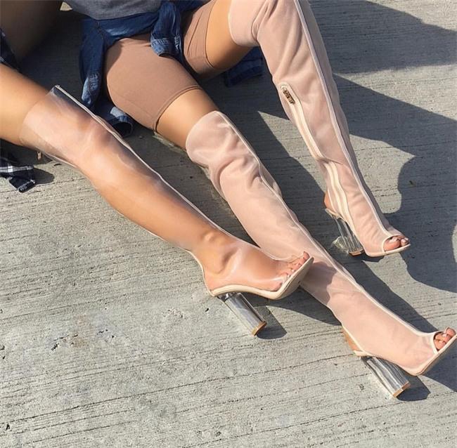 Các cô nàng đú đởn diện boots trong suốt giống Kim và nhận ra sự thật bốc mùi - Ảnh 6.