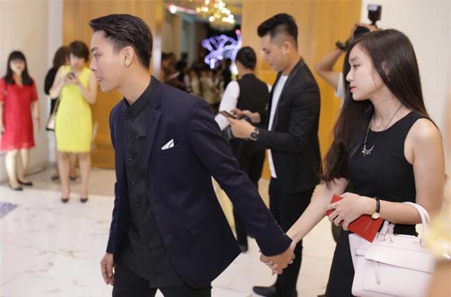 Hoài Lâm lần đầu tay trong tay xuất hiện cùng bạn gái sau khi công khai quan hệ tình cảm - Ảnh 2.
