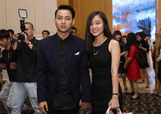 Hoài Lâm lần đầu tay trong tay xuất hiện cùng bạn gái sau khi công khai quan hệ tình cảm - Ảnh 3.