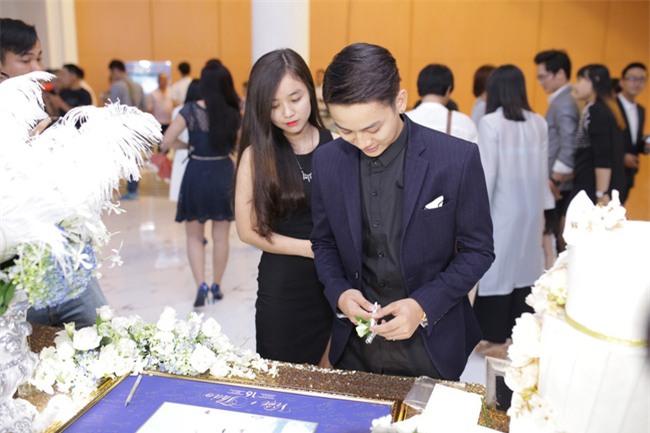 Hoài Lâm lần đầu tay trong tay xuất hiện cùng bạn gái sau khi công khai quan hệ tình cảm - Ảnh 6.