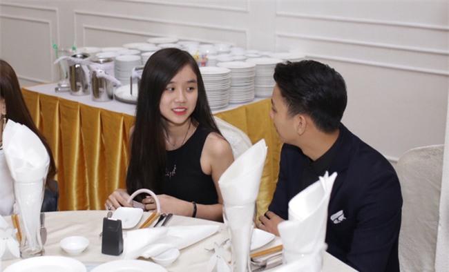 Hoài Lâm lần đầu tay trong tay xuất hiện cùng bạn gái sau khi công khai quan hệ tình cảm - Ảnh 7.