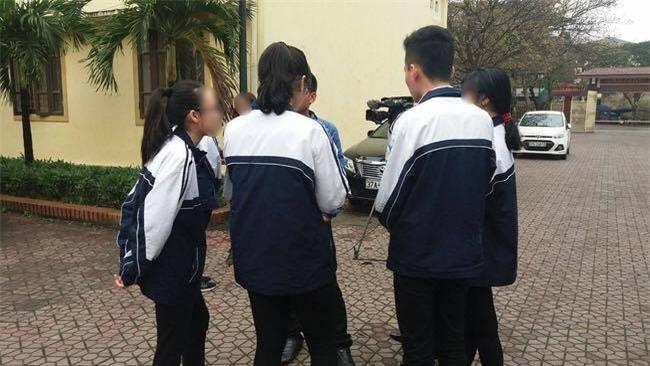 Vụ giám thị ở Nghệ An bị tố gian lận khi coi thi: Nhóm thí sinh trực tiếp chứng kiến sự việc nói gì? - Ảnh 2.