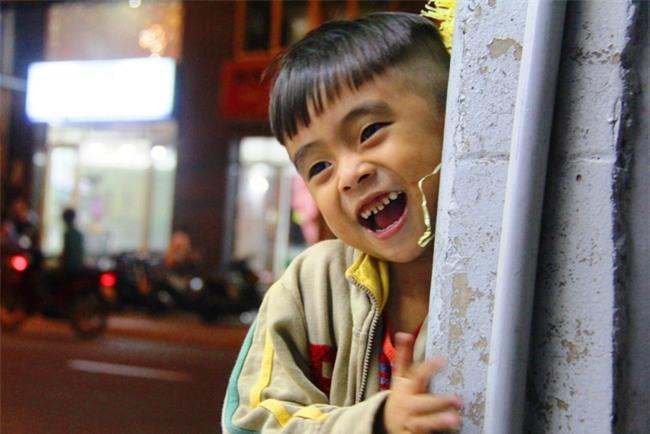 Bốn mẹ con trên chuyến xe rác ở Sài Gòn: Dù thế nào cũng phải lo cho tụi nhỏ đi học - Ảnh 12.