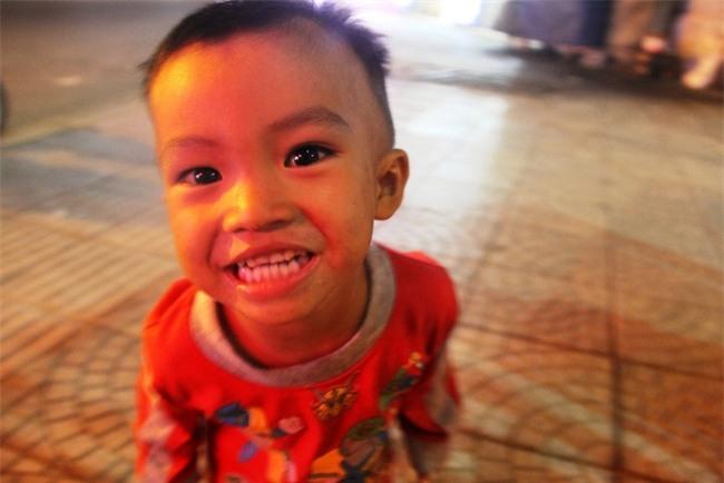Bốn mẹ con trên chuyến xe rác ở Sài Gòn: Dù thế nào cũng phải lo cho tụi nhỏ đi học - Ảnh 13.
