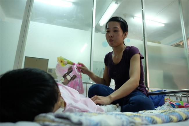 Thương tâm bé trai 5 tuổi bị điện giật khiến hoại tử nặng hai bàn tay - Ảnh 9.