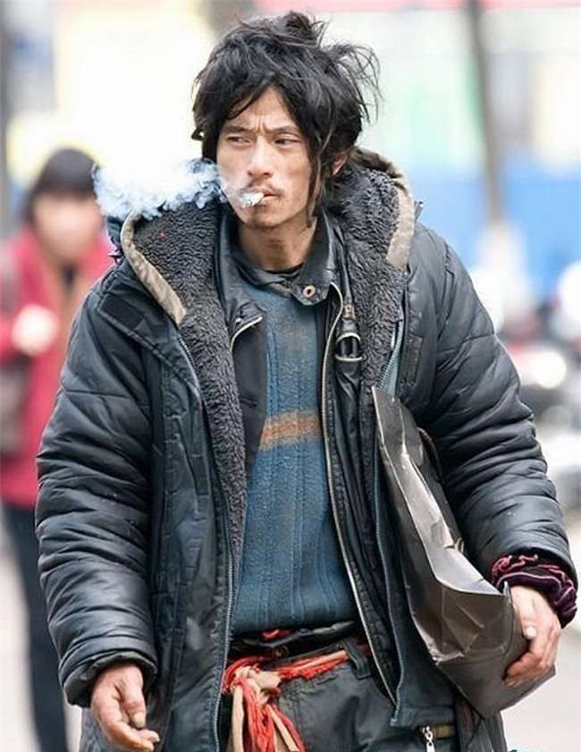 Nhan sắc tụt dốc không phanh của chàng ăn mày đẹp trai nhất Trung Quốc từng khuấy đảo mạng xã hội năm xưa - Ảnh 1.