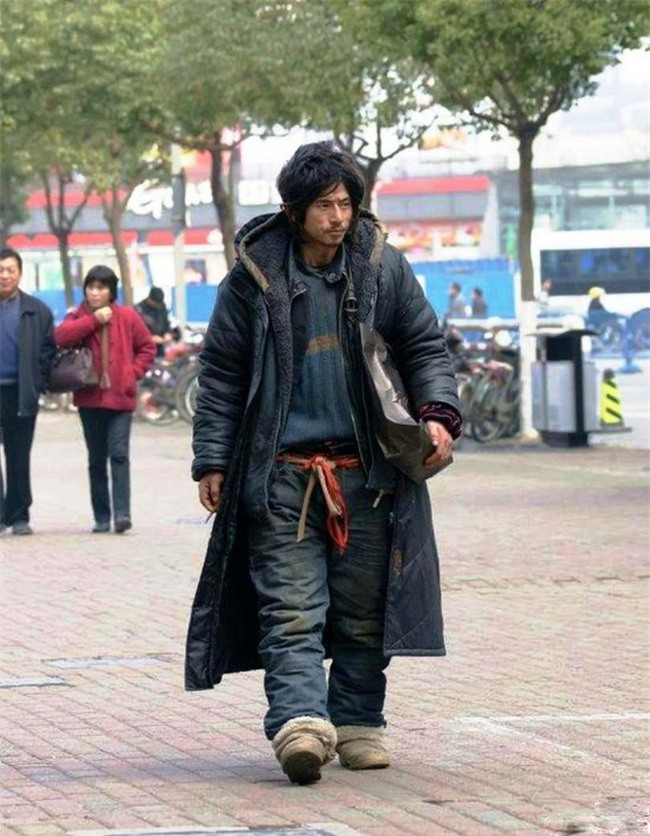 Nhan sắc tụt dốc không phanh của chàng ăn mày đẹp trai nhất Trung Quốc từng khuấy đảo mạng xã hội năm xưa - Ảnh 2.