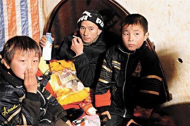Nhan sắc tụt dốc không phanh của chàng ăn mày đẹp trai nhất Trung Quốc từng khuấy đảo mạng xã hội năm xưa - Ảnh 4.