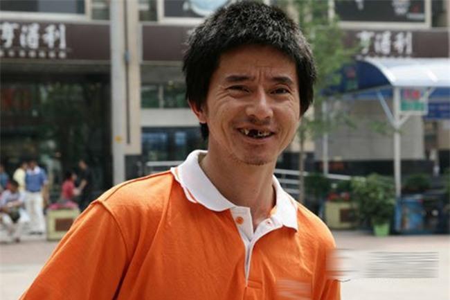 Nhan sắc tụt dốc không phanh của chàng ăn mày đẹp trai nhất Trung Quốc từng khuấy đảo mạng xã hội năm xưa - Ảnh 8.