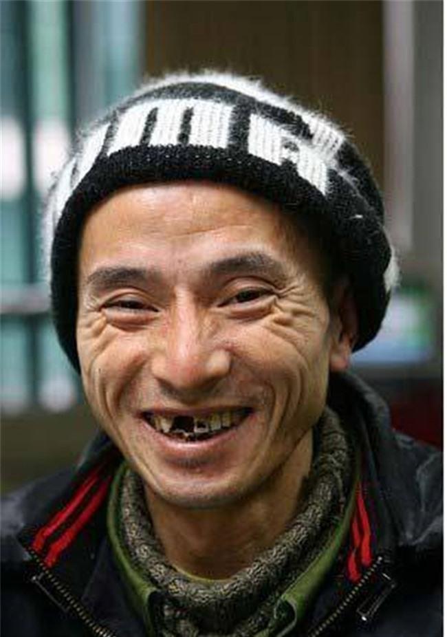 Nhan sắc tụt dốc không phanh của chàng ăn mày đẹp trai nhất Trung Quốc từng khuấy đảo mạng xã hội năm xưa - Ảnh 9.