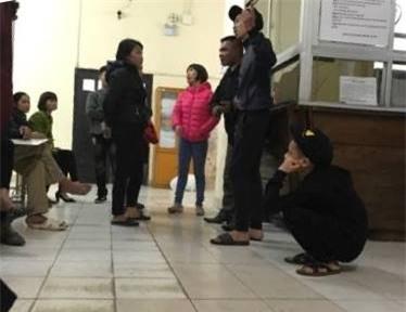 Hà Nội: Nữ sinh lớp 10 bàng hoàng kể lại phút bị nhóm thanh niên vây đánh chảy máu đầu - Ảnh 2.