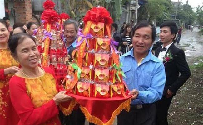 Điểm lại những lễ đính hôn kiểu mới siêu bá đạo từ đội bê tráp U50 đến phong cách Lạc trôi xưa nay hiếm - Ảnh 1.