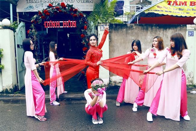 Điểm lại những lễ đính hôn kiểu mới siêu bá đạo từ đội bê tráp U50 đến phong cách Lạc trôi xưa nay hiếm - Ảnh 9.