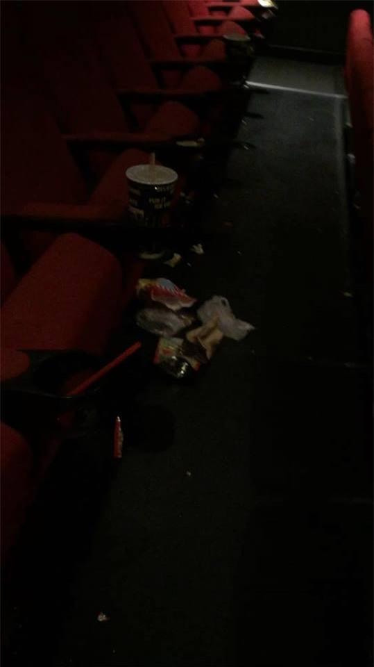 Ám ảnh kinh hoàng của nhân viên rạp phim khi gặp khách nằm trong diện tiết kiệm mà thiếu ý thức - Ảnh 4.