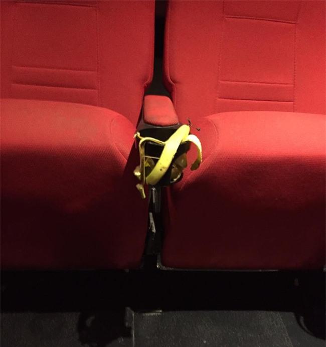 Ám ảnh kinh hoàng của nhân viên rạp phim khi gặp khách nằm trong diện tiết kiệm mà thiếu ý thức - Ảnh 5.