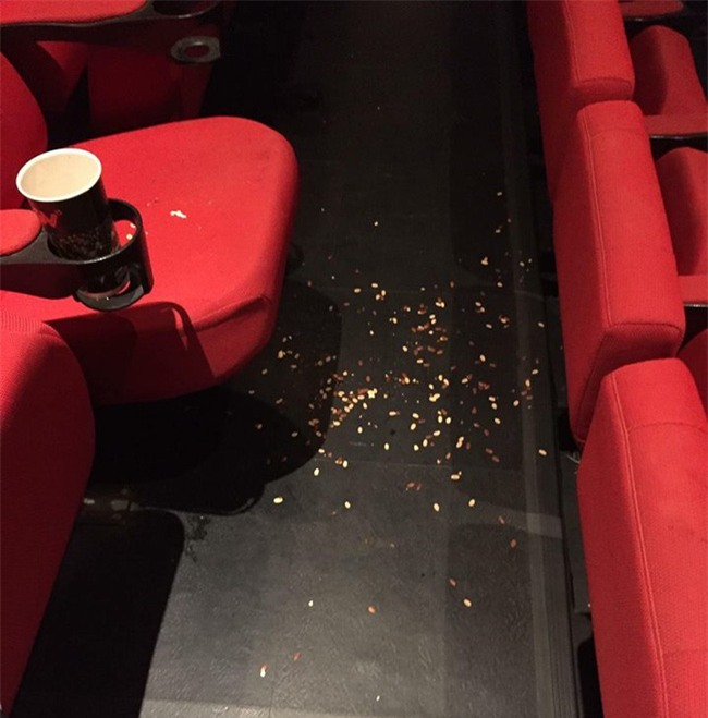 Ám ảnh kinh hoàng của nhân viên rạp phim khi gặp khách nằm trong diện tiết kiệm mà thiếu ý thức - Ảnh 6.
