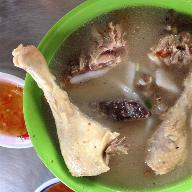 Điểm danh 5 món bánh canh dân dã những ngon nổi tiếng của Việt Nam - Ảnh 9.