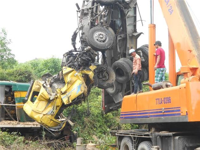 tàu hỏa tông xe tải, Bình Định, tai nạn tàu hỏa