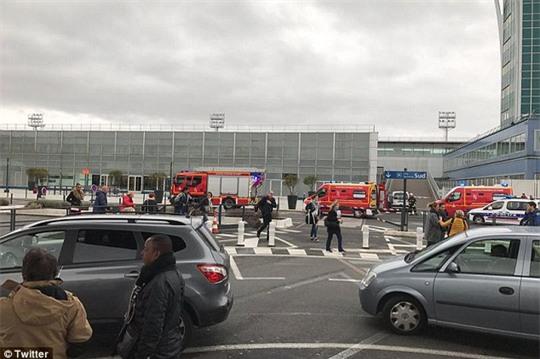 Sân bay Orly, nơi xảy ra vụ nổ súng hôm 18-3. Ảnh: Twitter