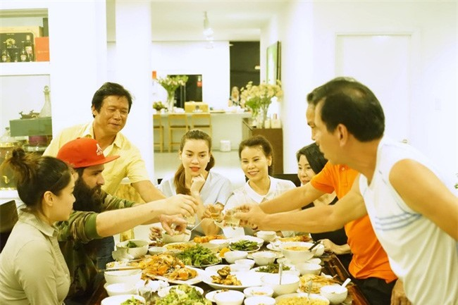 Dao dien 'Kong' an toi tai nha rieng cua Ho Ngoc Ha hinh anh 6