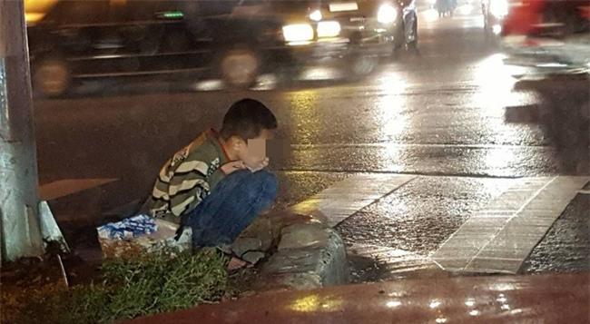 Giám đốc trẻ ở Hà Nội từ chối giúp đỡ cậu bé ăn xin và thái độ bất ngờ của mọi người - Ảnh 1.