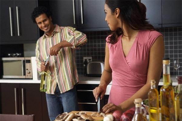 Bàng hoàng phát hiện sự thật về vỉ thuốc đau dạ dày của chồng - Ảnh 1.