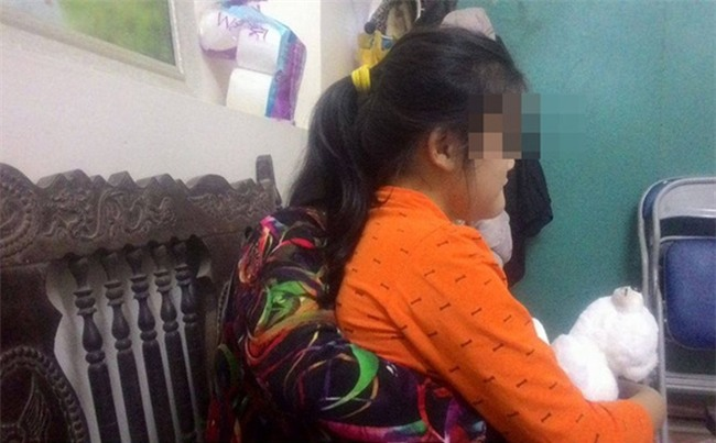 Mẹ bé 12 tuổi bị thiểu năng ở Bắc Giang tố cáo hàng xóm rủ con chơi trò con mèo để xâm hại