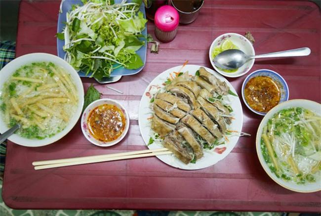 6 quán ăn bình dân chẳng cần quảng cáo nhưng lúc nào cũng tấp nập khách ở Sài Gòn - Ảnh 2.