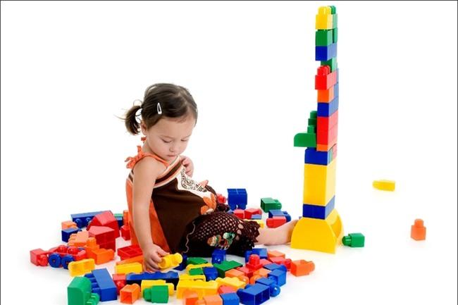Những trò chơi đơn giản ngay tại nhà lại giúp bé phát triển trí não cực tốt - Ảnh 1.