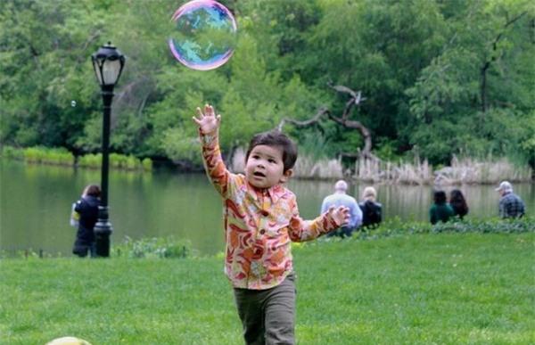 Những trò chơi đơn giản ngay tại nhà lại giúp bé phát triển trí não cực tốt - Ảnh 3.