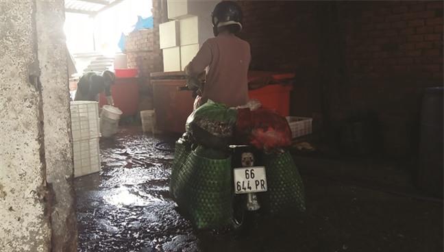 đặc sản, cá thối, cá ươn, công nhân, thực phẩm bẩn, chợ cá, quán ăn