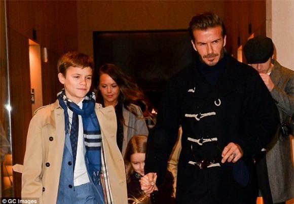 con trai thứ của David Beckham,Romeo Beckham quảng cáo Burberry,con trai David Beckham,con trai David Beckham, sao Hollywood